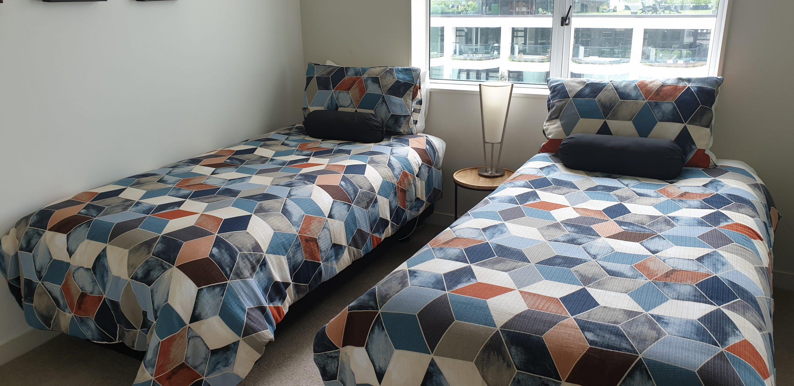 2 Bedroom 180° View Apartments (1 Queen Bed, 2 Single Beds)